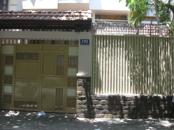 Cho thuê biệt thự Tú Xương, quận 3. Dt 500 m2 nhà hầm trệt, 2 lầu. giá: 4000 USD