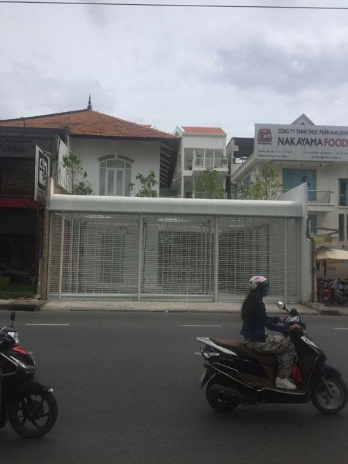 Cho thuê biệt thự Điện Biên Phủ, quận 3. DT: 15x28 Nhà, trệt, 2 lầu, kiểu Pháp, sân vườn rộng. Giá: 9.000 USD