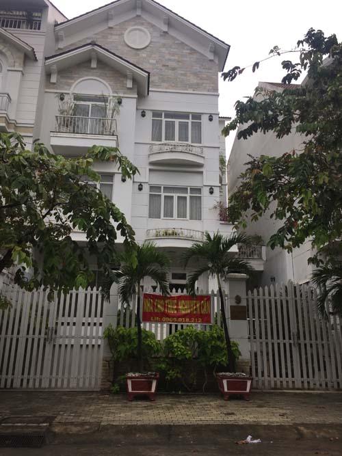 Cho thuê biệt thự Trần Não quận 2 . DT: 200 m2 Nhà trệt, 2 lầu, 3 PN. Giá thuê: 3.000 USD