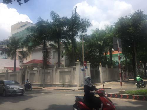 Cho thuê biệt thự Phùng khoắc Khoan, quận 1. Diện tích: 15x30, trệt, 2 lầu, st. Giá: 20.000 USD