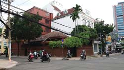 Cho thuê biệt thự Ngô Thời Nhiệm, quận 3. Diện tích: 15x22, trệt, 2 lầu, st. Giá thuê: 8000 USD